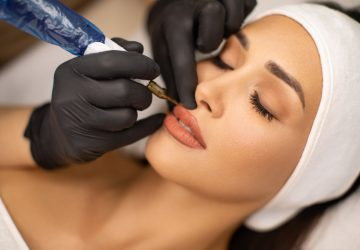 Behandling af permanent makeup på læber