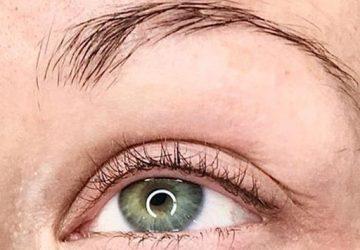 Close-up af almindelig permanent makeup eyeliner